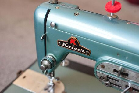 Vintage sewing machine Kaiser sewing to the moon blog