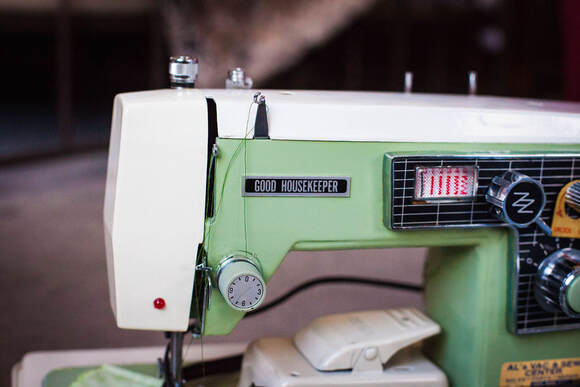 Vintage sewing machine Good Housekeeper green Japanese badge machine Sewing to the Moon